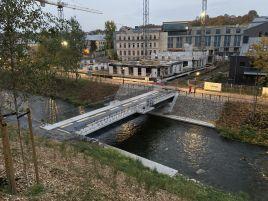 Tiltas per Vilnios upę ir teritorija žemės sklype Vilniuje